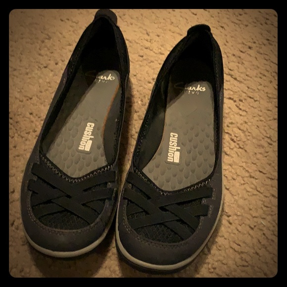 e2ae504af390 Clarks Shoes - Women s size 10 Clarks Aria pumps black pumps